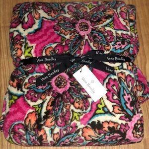 Vera Bradley Bedding - NWT Vera Bradley Oversized Cozy Fleece Blanket